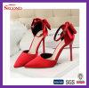 Chaussures pointues en rouge et satiné pour femme