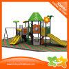 La trasparenza esterna della strumentazione dei giocattoli del campo da giuoco del posto dei bambini con le oscillazioni