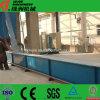 El yeso transporta los equipos de fabricación del sistema y del almacenaje