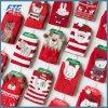 クリスマスの装飾のクリスマスプレゼントの編まれたソックス