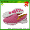 Le sport rose de femmes de couleur chausse les chaussures occasionnelles de mode