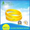 Wristband personalizzato del silicone di marca nel colore giallo