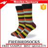 Baumwollkleid trifft Mann-Geschäfts-Gefäß-Socken hart