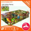El tema forestal en el interior laberinto Playground playground para niños
