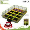Base dell'interno del trampolino dei capretti, sosta del trampolino di forma fisica di sport di salto