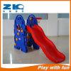 Kindergarten-Kind-Innenspielplatz mit Plastikplättchen