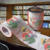 ホテルのトイレットペーパーロール習慣によって印刷されるペーパータオル
