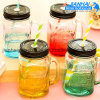 Vaso di muratore di vetro popolare con la maniglia e la paglia