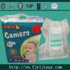 カメラのブランドの使い捨て可能なおむつの赤ん坊