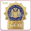 L'ottone su ordinazione ha stampato il distintivo di obbligazione del metallo placcato oro