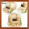 パッチが付いている花の5つのパネルの帽子