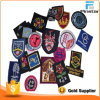 Qualität fertigen Stickerei-Schuluniform-Blazer-Abzeichen kundenspezifisch an