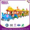 屋外の娯楽乗車グループの子供の無軌道のトレインの乗車