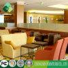 Insieme del sofà del tessuto e poltrona del cuoio utilizzata su sala da pranzo