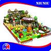 Campo de jogos interno macio do tema da floresta para crianças