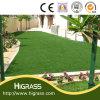 옥외를 위한 인공적인 잔디 합성 잔디를 정원사 노릇을 하는 정원 훈장