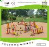 Openlucht Jonge geitjes die Speelplaats voor Park Ausement beklimmen (KQ9312A)