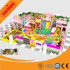 Cour de jeu d'intérieur molle d'enfants intéressants, structure de jeu d'enfants avec des glissières