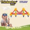 Pädagogische Vorschulplastikkinder, die Spielzeug erlernen