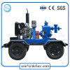 Pompa ad acqua del motore diesel nell'impianto di irrigazione dell'azienda agricola