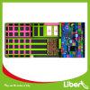 Parque encantador cor-de-rosa do Trampoline com cerco da rede de segurança