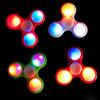 Обтекатель втулки непоседы СИД с гироскопа напальчника розничного пакета треугольником Handspinner пластичного Tri Toys высокое качество проблескового света