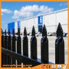 粉の上塗を施してある鋼鉄やりの上の庭の塀の卸売