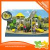 Малое под открытым небом скольжение парка атракционов детей для сбывания