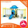 Familie van Schommeling van de Dia van de Speelplaats van de Jonge geitjes van Kinderjaren de Plastic