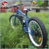 Guida grassa del motorino della gomma della bici elettrica della spiaggia con il pedale