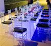 メサY SillasパラグラフEventos/のイベントの結婚式のためのLEDによって照らされる宴会のダイニングテーブル