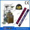 機械を作るフットボールのファンのスカーフ