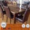 大理石の石造りの上の食堂テーブルの椅子の木の家具