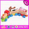 La traction en bois de l'intelligence de l'enfant le long du jouet de train avec l'animal bloque W05c019