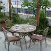 Патио с садом для отдыхающих мебелью и мебелью из литого алюминия