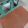 多彩なゴム製マットの穴のゴム製マットのスリップ防止台所マットの酸の抵抗力があるゴム製マット