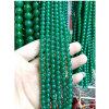 녹색 마노는 느슨한 원석 팔찌 또는 사슬을 구슬로 장식한다