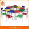 O jardim de infância superior de madeira da multi cor caçoa tabelas com cadeiras