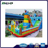 El castillo gigante inflable del tiburón resbala para el patio de los niños