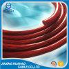 Em PVC transparente vermelho do cabo de alimentação no automóvel