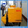 Bomba concreta móvel usada transportando a construção do concreto ou de edifício