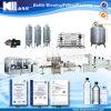 Accomplir la chaîne de production pour l'eau minérale mis en bouteille