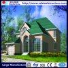 Casa verde del jardín con los paneles acanalados