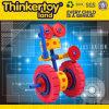 O bloco de apartamentos do brinquedo de DIY confunde o brinquedo