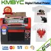 Принтер тенниски с цветастыми чернилами и мягким влиянием печати