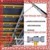 Sistema del encofrado del bloque de cemento con los apoyos y las vigas de la madera