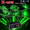 Il DJ che illumina laser verde per il randello della discoteca, Pub
