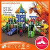 O campo de jogos ao ar livre de Scool do projeto novo ajustou-se para crianças
