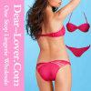 Strappy Torsion aufgefüllter trägerloser rosiger Bikini