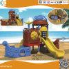 Bateau de pirates à l'extérieur de l'équipement de terrain de jeux pour enfants en plastique
